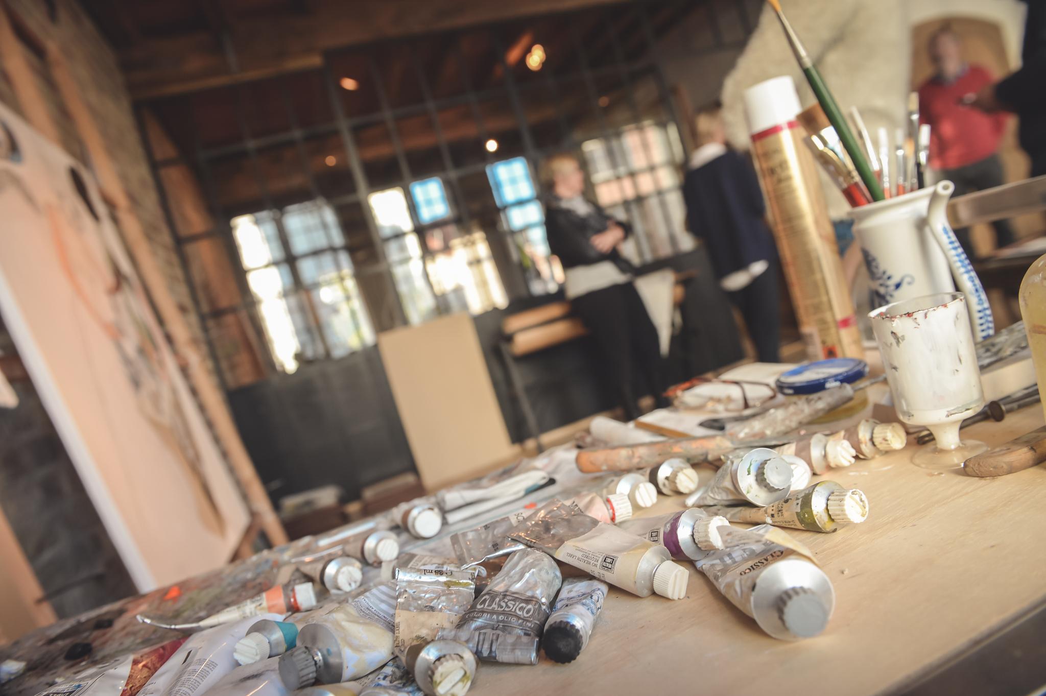Binnenkijken in brugge detail true by geoffrey van hulle - Eigentijdse high end tapijten ...